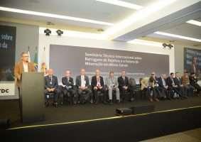 Governadores de MG e ES, ministros e empresários se reúnem na sede da FDC, em Nova Lima, para debater os rumos da mineração no estado